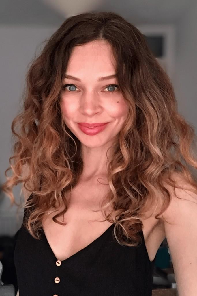 loose natural curly hair