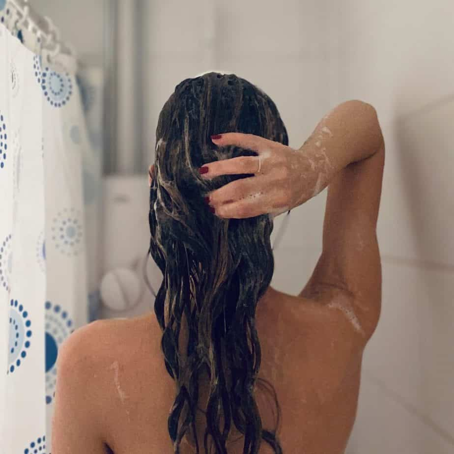 avoid washing curls with hot water in winter