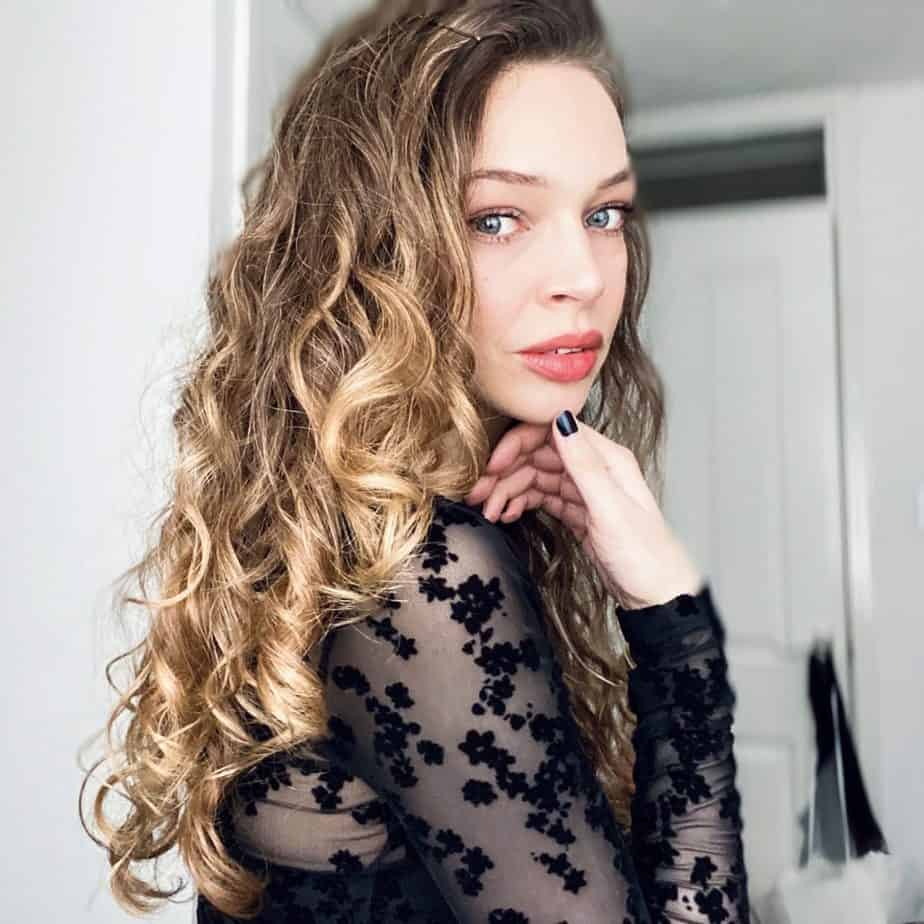 make curly hair shiny with healthy hair treatments